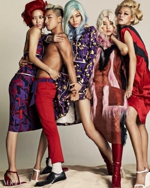 """Taeyang khiến các fan """"nóng mắt"""" khi khoe ngực trần tạo dáng cùng dàn mỹ nữ"""