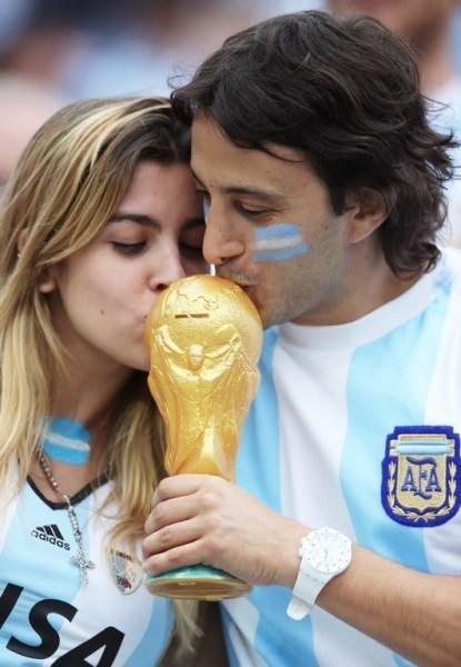 Giấc mơ chạm tay vào cúp vàng World Cup của Argentina không còn xa.