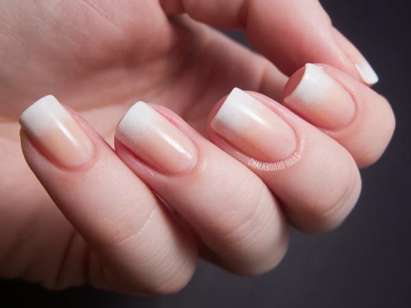 Kiểu nail nhẹ nhàng cho những cô nàng yêu thích sự đơn giản