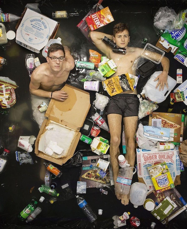 7 ngày sống trong thùng rác sẽ khiến bạn phải suy ngẫm!