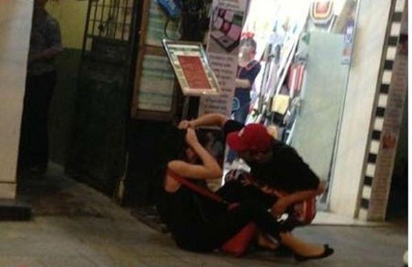 Scandal Yanbi đánh Andrea trên phố Hàng Trống đã gây chấn động giới truyền thông.
