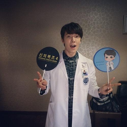 Donghae khoe hình mặc áo bác sỹ cực đáng yêu