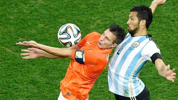 Khi thay van Persie bằng Huntelaar, Hà Lan đã không thể thay đổi thủ môn cho loạt sút luân lưu.