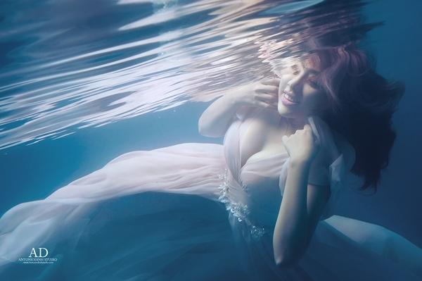 Miko Lan Trinh tung bộ ảnh lung linh dưới nước
