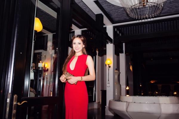"""Hoa hậu Mai Phương Thúy """"hở táo bạo"""" cạnh Hồng Quế - Tin sao Viet - Tin tuc sao Viet - Scandal sao Viet - Tin tuc cua Sao - Tin cua Sao"""