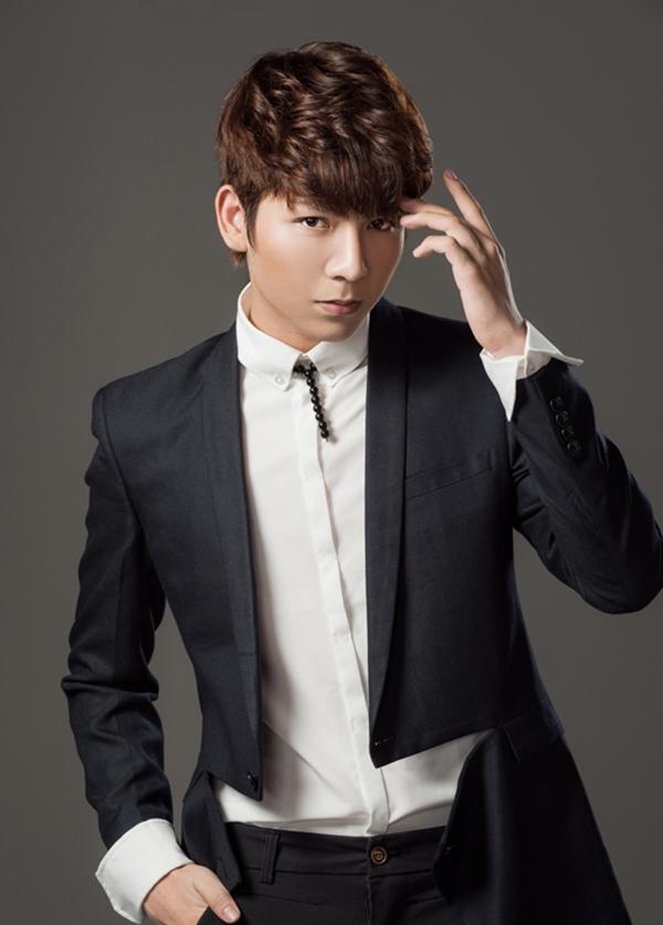 Huy Khánh hiện đang là gương mặt trẻ được đông đảo khán giả yêu thích