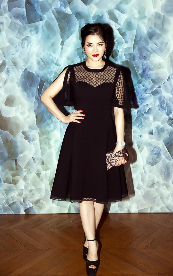 Lý Nhã Kỳ đẹp dịu dàng với gu thời trang tinh tế ở show Alexis Mabille