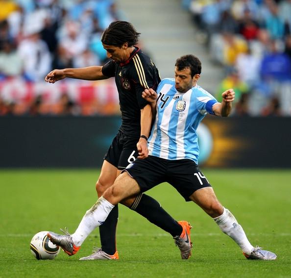 Sami Khedira và Javier Mascherano đã không còn xa lạ nhau