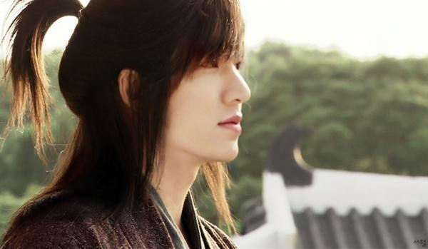 Tạo hình tướng quân Choi Young trong Faith: The Great Doctor của Lee Min Ho khiến các fan không khỏi ngất ngây vì đẹp không khác gì tượng tạc.