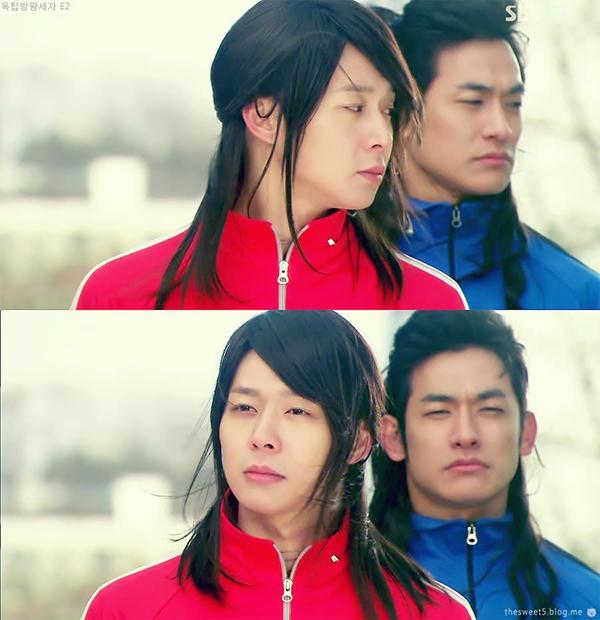 Dù phim cổ trang đầu tay của Park Yoochun là Sungkyunkwan Scandal nhưng những cảnh quay ngược thời gian của anh với mái tóc dài trong Rooftop Prince mới thực sự mang lại cho người xem nhiều ấn tượng.
