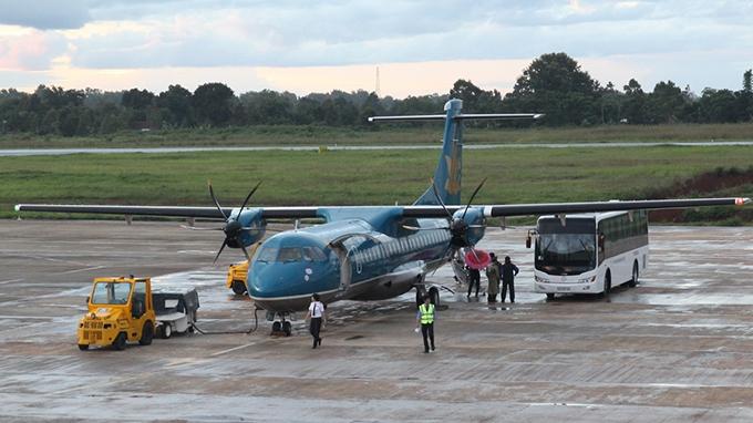 Máy bay của hãng hàng không Vietnam Airlines chuẩn bị cất cánh - Ảnh: Hữu Khoa
