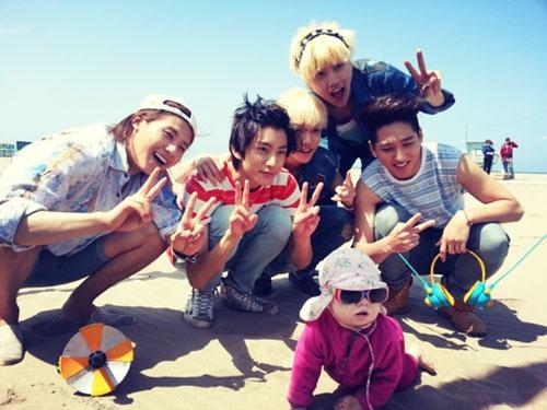 B1A4 khoe hình siêu dễ thương ngoài bãi biển