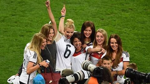 Những nàng WAGs xinh đẹp của bóng đá Đức