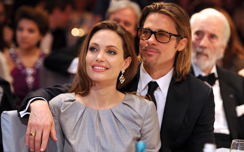 Brad Pitt - Angelina Jolie và những khoảnh khắc ngọt ngào