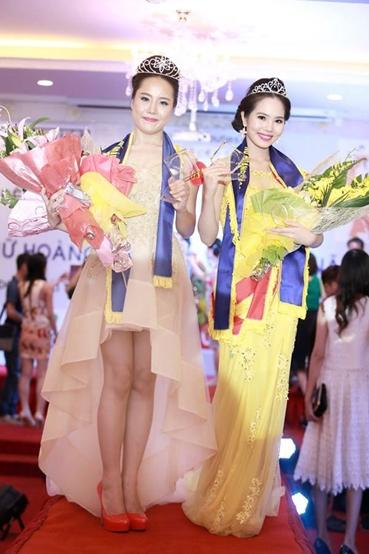 Trần Thị Yến Hoa (trái) là thí sinh đăng quang Nữ hoàng sắc đẹp Việt Nam.