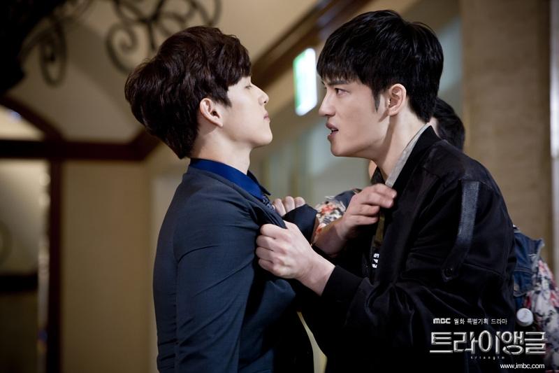 Siwan và Jaejoong trong phim Triangle