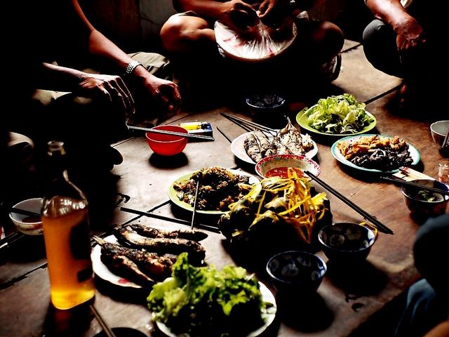 Những loại người bạn đã gặp, sẽ gặp trên bàn ăn