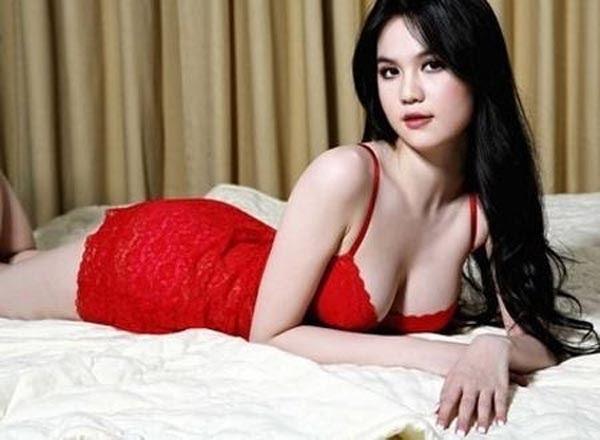 Khoảnh khắc sexy, gợi cảm của Ngọc Trinh sau khi trở thành Hoa hậu quốc tế Việt Nam 2011