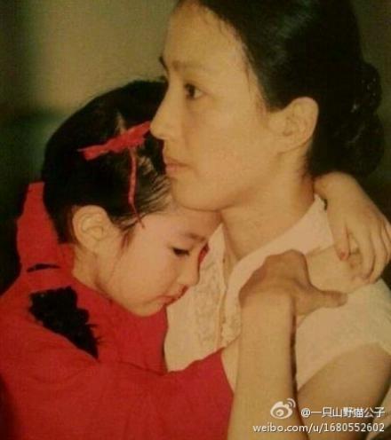 Lưu Diệc Phi và mẹ