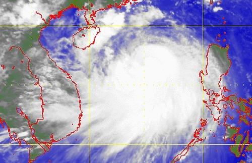 Vùng mây bão rộng lớn của Thần Sấm lúc 12h trưa 17/7 trên Biển Đông. Ảnh: HKO.