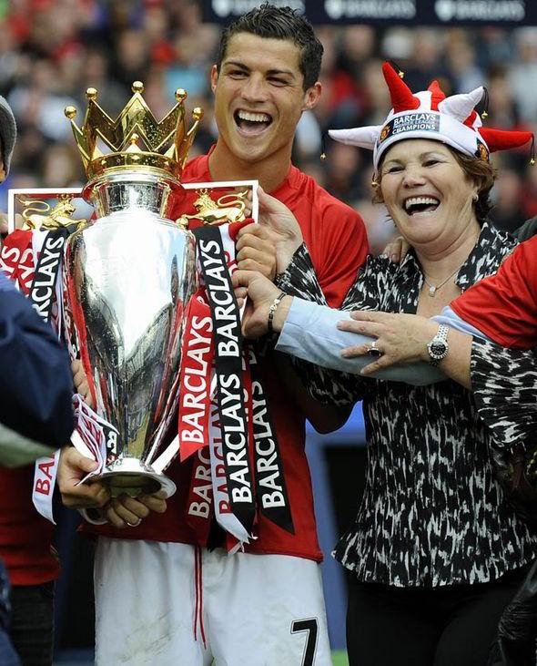Ronaldo rất yêu mẹ anh