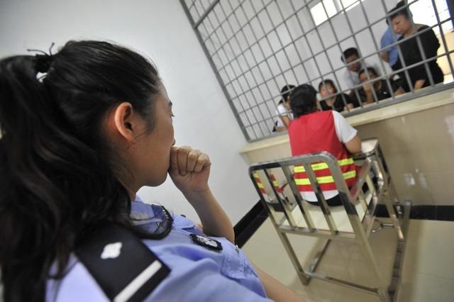 Bộ ảnh gây xúc động giây phút đếm ngược chờ chết của nữ tử tù