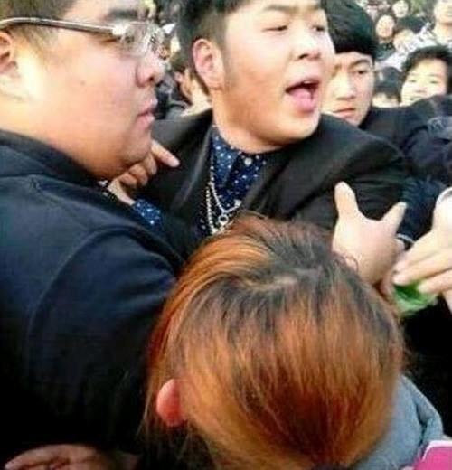MC Đỗ Hải Đào xung đột với fan hâm mộ.