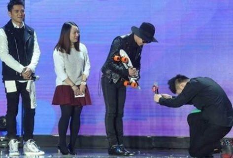 Đỗ Hải Đào bị tẩy chay vì quỳ gối trước G-Dragon.