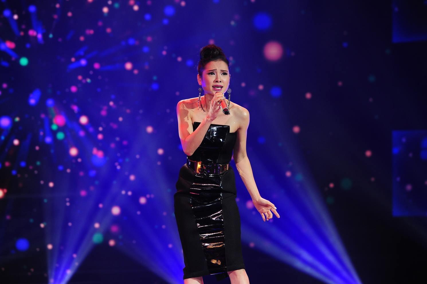 Ở cặp đấu còn lại, Phương Trinh khoe giọng hát và khả năng xử lý ca khúc nước ngoài tốt với Listen