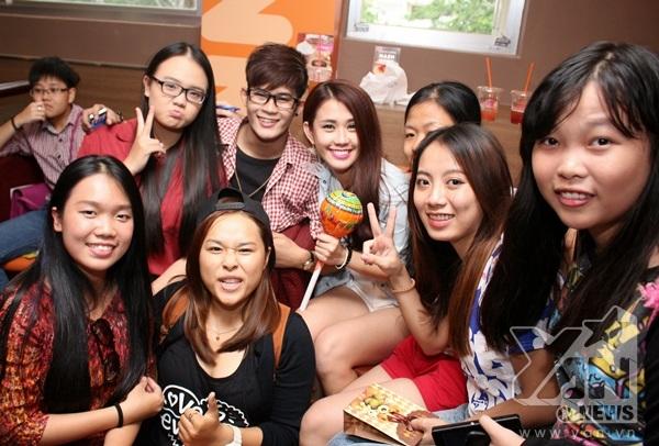 Ngọc Thảo đã có buổi tiệc sinh nhật tràn đầy niềm vui và hạnh phúc cùng fan.