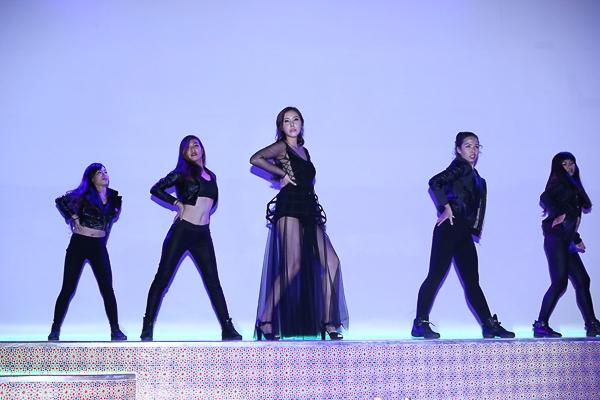 J.Mi vừa cho ra mắt ca khúc Let's Dance The Night, được viết bởi một nhạc sĩ Hàn có uy tín và đang thịnh tại xứ sở Kim Chi. Phần lời do Đinh Mạnh Ninh viết, Đinh Mạnh Ninh cũng là người bạn thân với J.Mi tại Việt Nam.