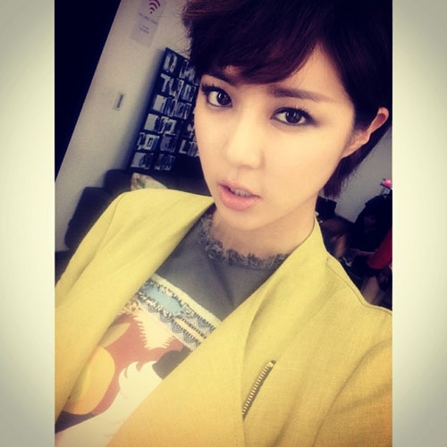 Park Han Byul khoe hình cực cá tính