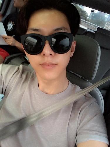 Jungshin khoe hình tự sướng khi đang đi ăn cùng Minhyuk