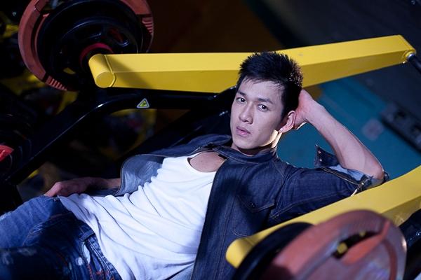"""Với mong muốn đến gần khán giả hơn, Song Luân đã mạnh dạn đăng ký tham gia vào cuộc thi Giọng hát Việt mùa đầu tiên. Tại vòng """"Giấu mặt"""", Song Luân thể hiện ca khúc """"Nếu điều đó xảy ra""""."""