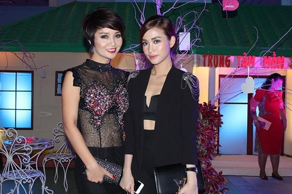 2 chị em Mai Thu Hyền và Mai Hồ cùng nhau khoe sắc.