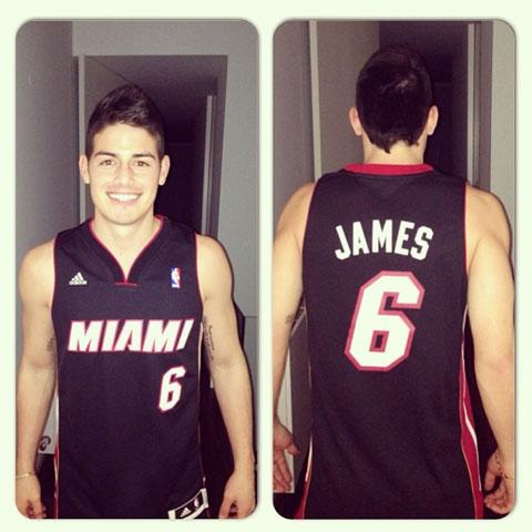 James và ngôi sao bóng rổ LeBron James là thần tượng của nhau