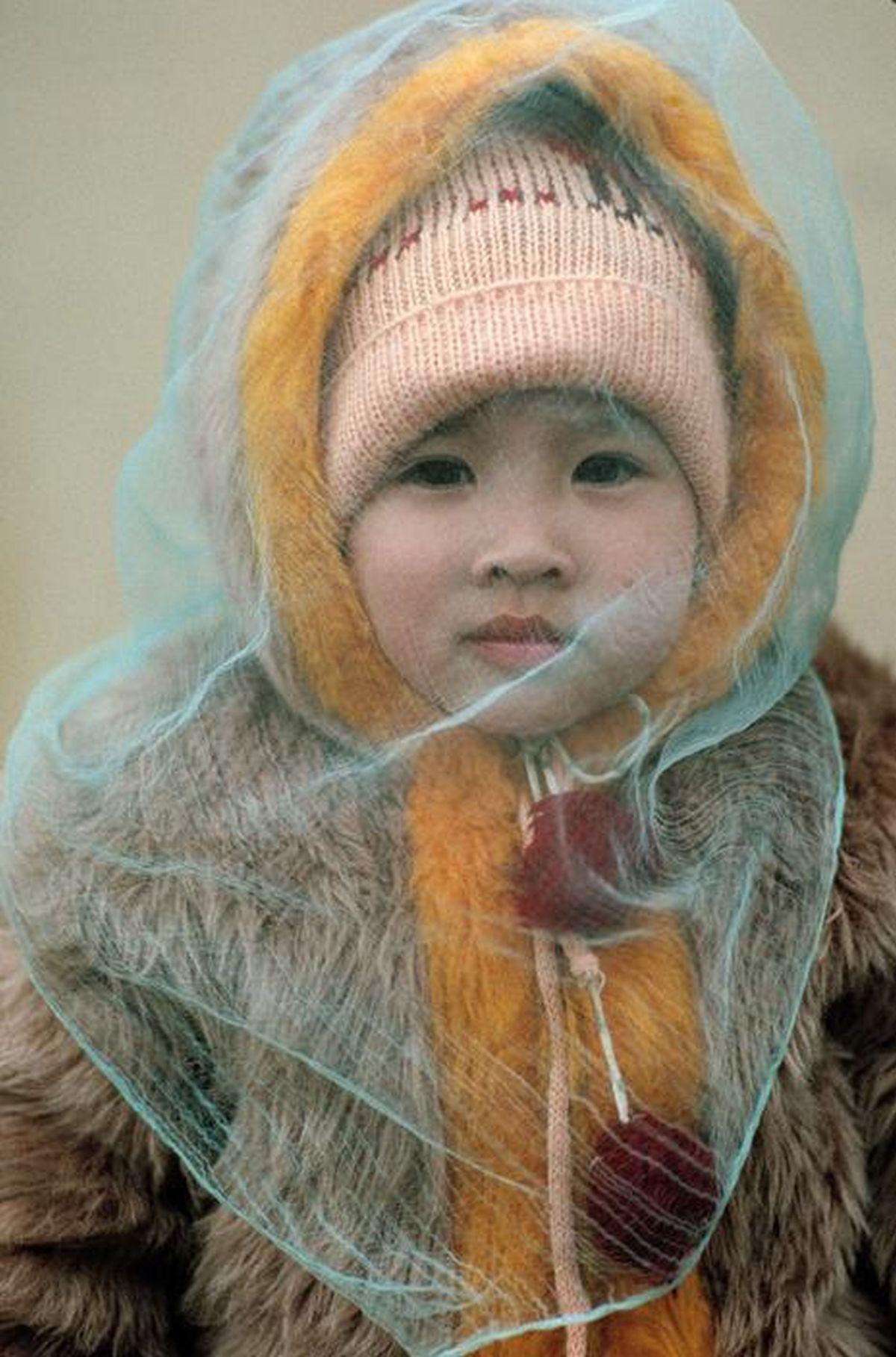 Em béHà Nộixinh xắn, ấm áp trong trang phục mùa đông