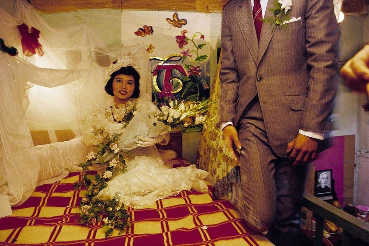 Cô dâu, chú rể tươi tắn trong căn phòng Tân Hôn
