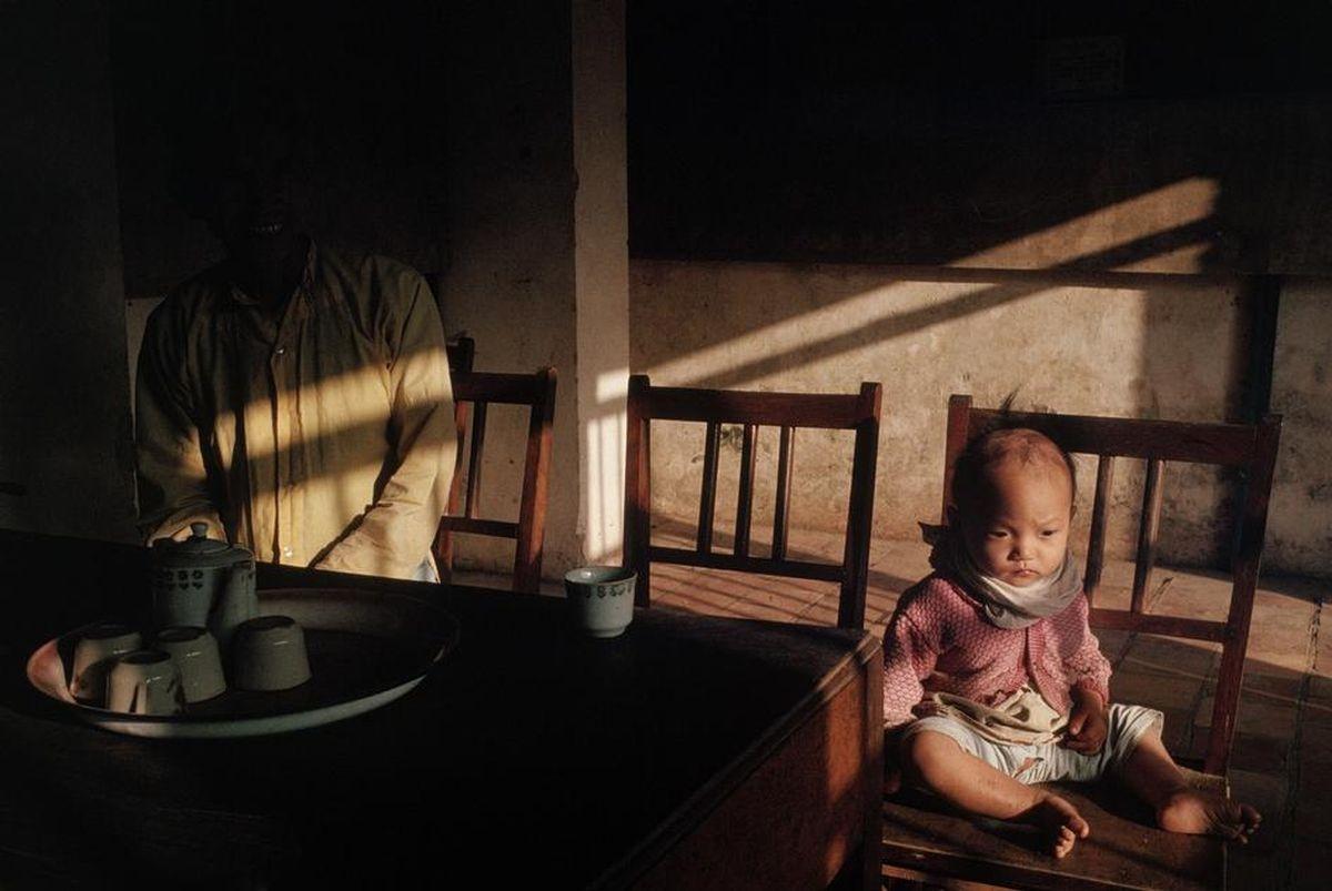 Em bé mồ côi tạiHoàng Thành, Huế