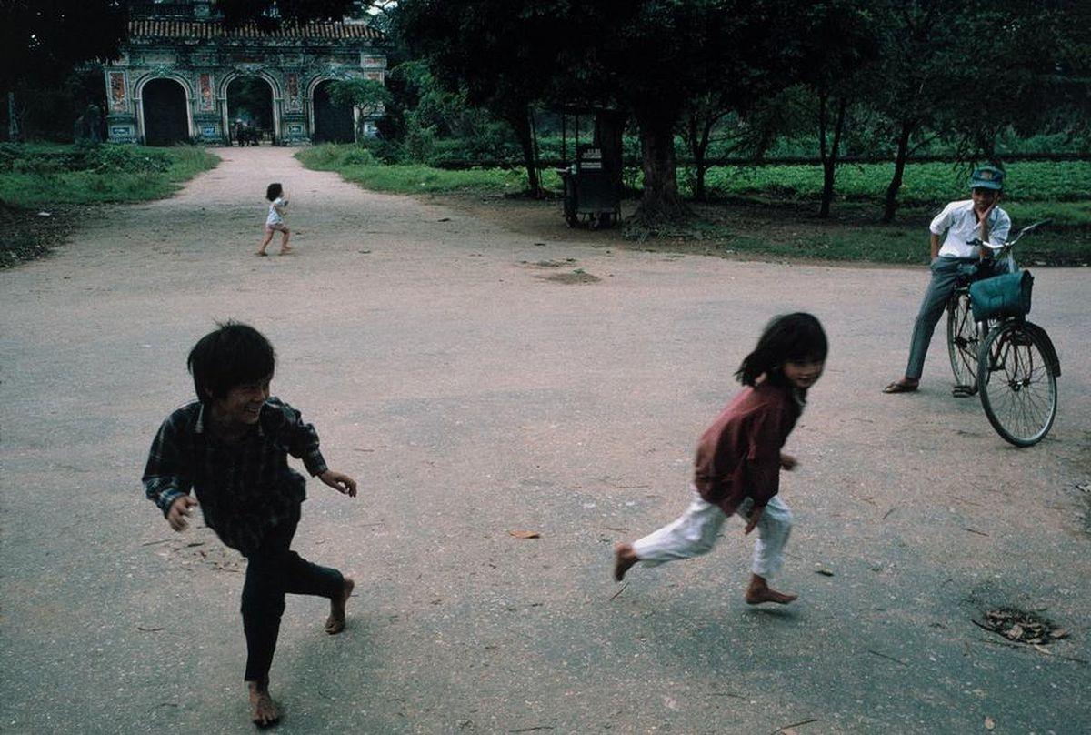Trẻ em chơi đùa tạiHoàng Thành, Huế