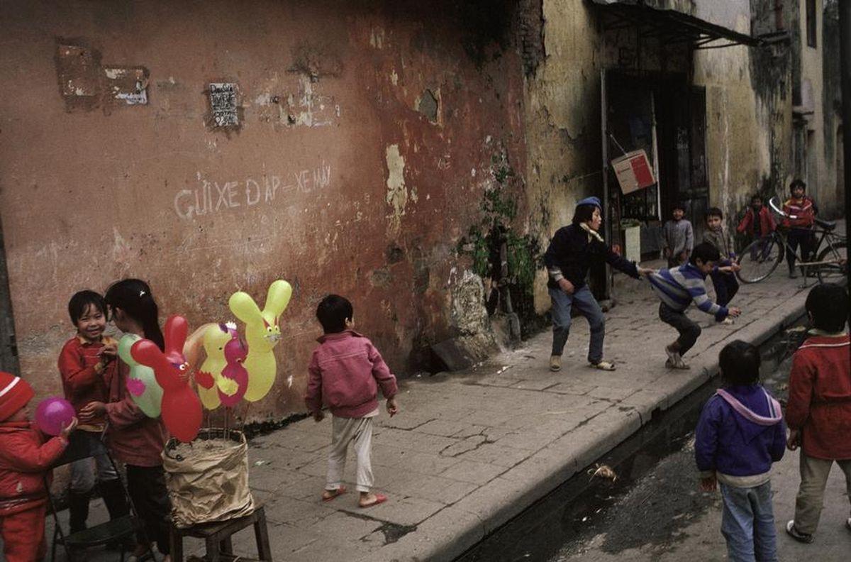 Các bé trên đường phốHà Nội
