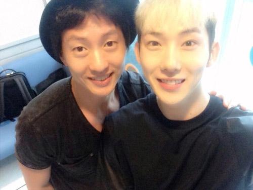 Jokwon khoe hình chụp cùngMichael Lee