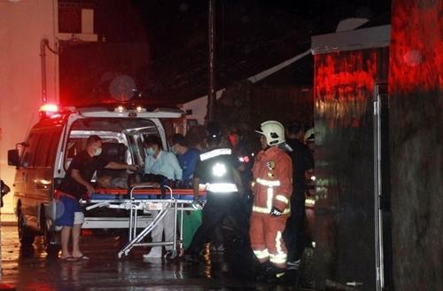 Hành khách bê bết máu bò ra khỏi máy bay Đài Loan