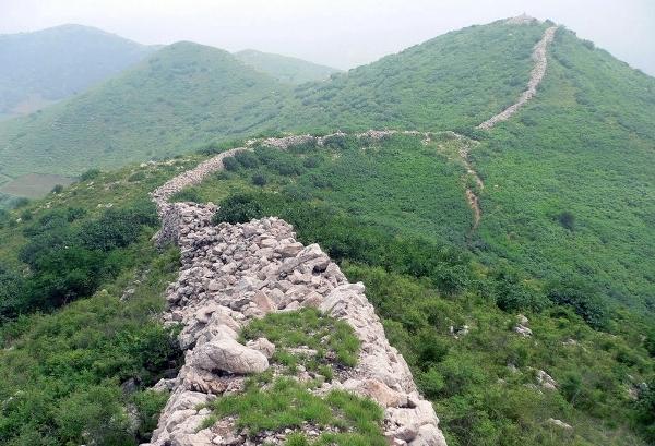 Ngoài một số đoạn tường thành được khai thác để phục vụ du lịch, hàng nghìn km Vạn Lý Trường Thành đã nằm trong tình trạng hoang phế từ hàng thập niên qua.