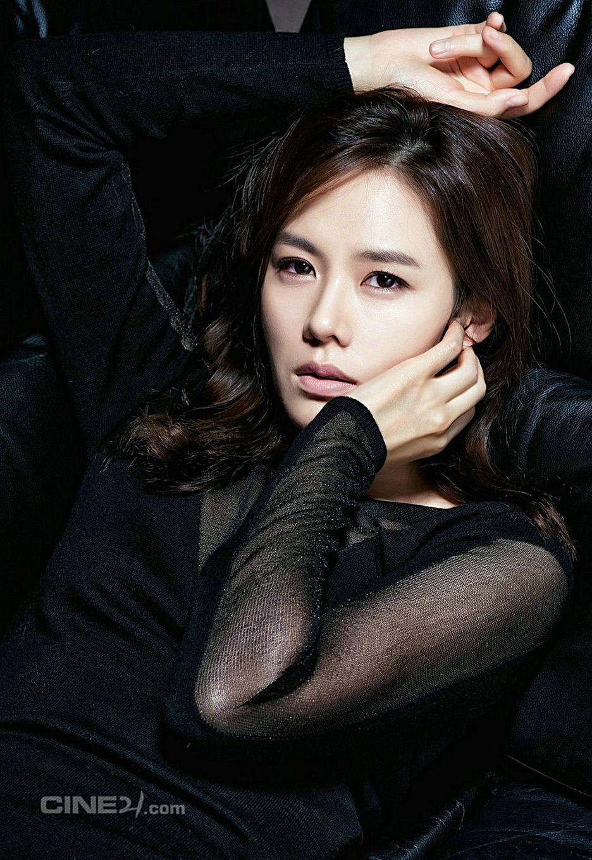 Son Ye Jin tận tình chỉ bảo đàn em Yoona