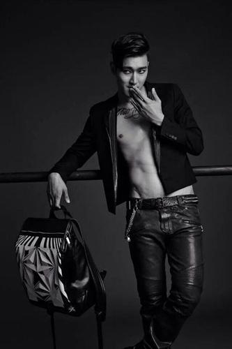 """Siwon đăng tải hình """"nửa kín nửa hở"""" trên tạp chí cực quyến rũ"""