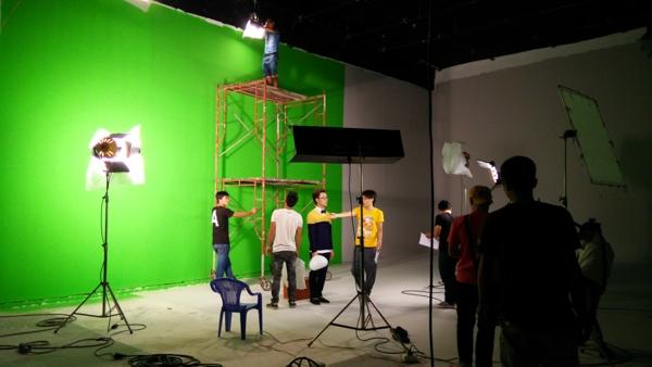 Sau thành công ban đầu của MV, êkíp mới bật mí những câu chuyện hậu trường thú vị về những người trẻ táo bạo, khao khát sáng tạo và vượt qua thử thách.