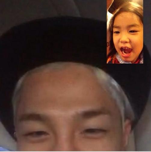Taeyang khoe hình nói chuyên điện thoại cùng Haru