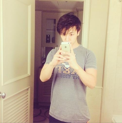 """Donghae khoe hình với nội dung: """"Tôi đã quay lại với Instagram rồi, các bạn nhớ follow nhé"""""""