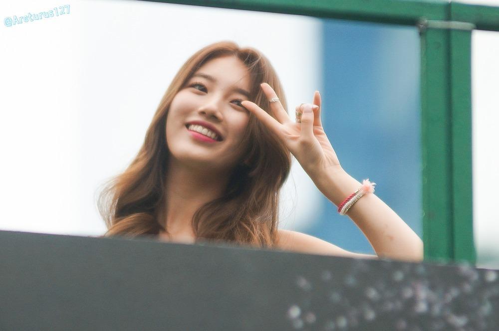 Suzy xinh tựa tiên nữ giáng trần khi tham dự sự kiện
